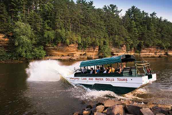 Wisconsin dells able trek tours for Migliori cabin charter in wisconsin