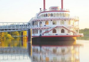 Image of Queen Marquette boat.